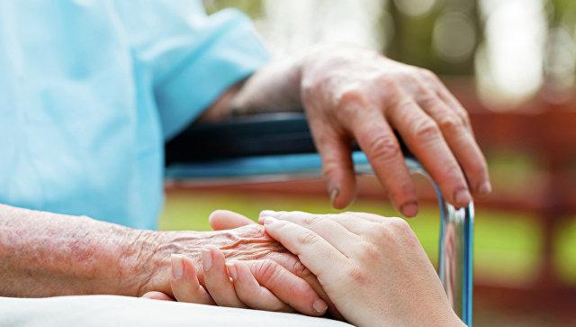 поддержка старика при заболеваниях